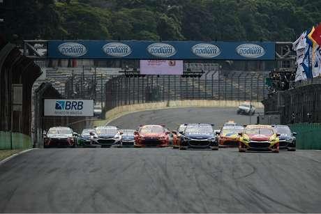 Largada da corrida 1 da etapa de Interlagos, da Stock Car 2021.
