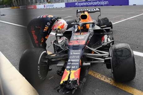 Estouro no pneu traseiro esquerdo tirou vitória certa para Verstappen no Azerbaijão