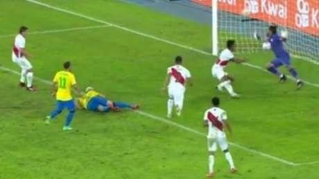 Lance do gol de Richarlison, deitado (Imagem: Reprodução)