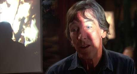 Falken acha que a Humanidade teve sua chance, e não quer impedir uma guerra nuclear.