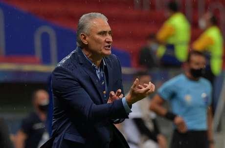 'Quando o Everton Ribeiro entra, começa a potencializar a equipe, mas o primeiro foi abaixo do que prevíamos', disse Tite (NELSON ALMEIDA / AFP)