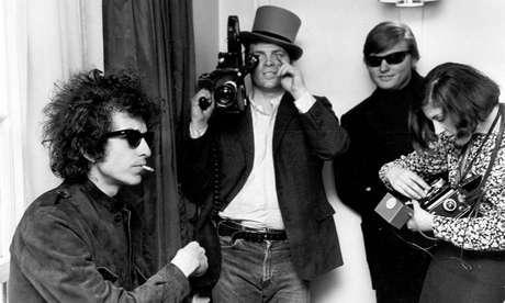 """Pennebacker filma Bob Dylan em """"Don't Look Back"""", que retrata a turnê no músico na Inglaterra quando ele tinha apenas 23 anos"""