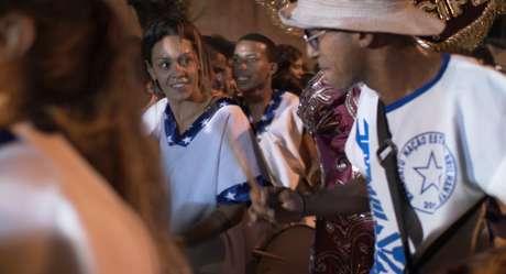 Aline Morales, uma das principais difusoras do Maracatu no Canadá, viaja até o Recife para se aprofundar na cultura do ritmo musical
