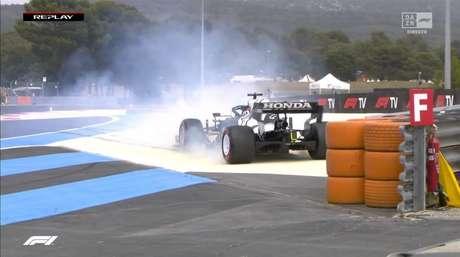 Tsunoda roda, bate e abandona Q1 logo na primeira volta rápida na França