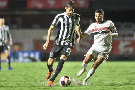 Zagueiro Luan Peres cumpriu suspensão e estará de volta ao Santos neste domingo (Ivan Storti/Santos FC)