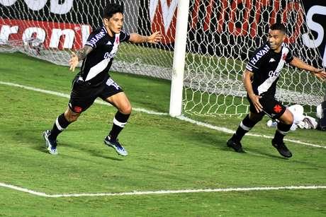O jogador German Cano do Vasco comemora gol durante a partida entre Vasco e CRB, válida pela Série B do Campeonato Brasileiro no estádio São Januário no Rio de Janeiro, RJ. neste sábado (19).