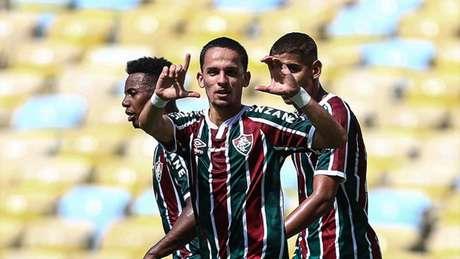 Gabriel Teixeira impressiona pela confiança e habilidade em campo (LUCAS MERÇON / FLUMINENSE F.C.)