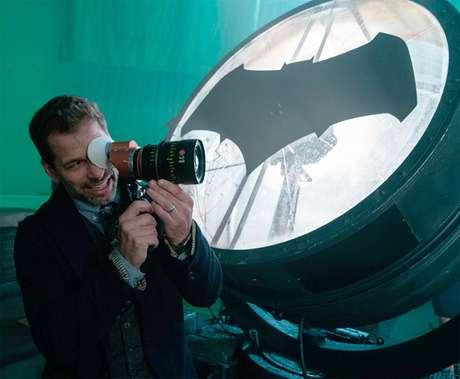 Zack Snyder e Val Kilmer defendem vida sexual de Batman