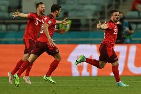 Shaqiri marcou o segundo gol da Suíça (Foto: OZAN KOSE / POOL / AFP)