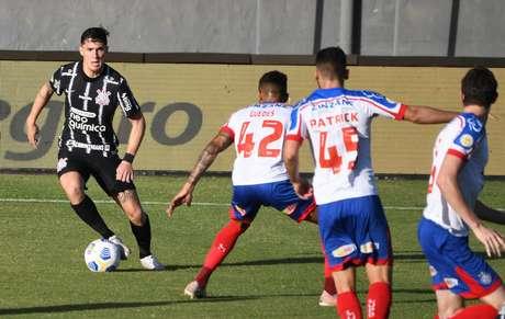 Lance durante partida entre Bahia e Corinthians, válido pelo Campeonato Brasileiro Série A, realizado na cidade de Salvador, BA, neste domingo, 20