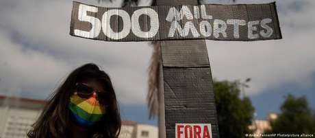 500 mil mortes: protesto contra Bolsonaro em Cuiabá