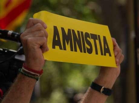 Protesto por 'anistia' a líderes catalães durante discurso de Pedro Sánchez em Barcelona