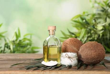 O óleo de coco é considerado um antiviral, antibiótico e antifúngico