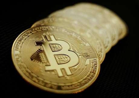 Representação do bitcoin. 7/06/2021. REUTERS/Edgar Su/Illustration