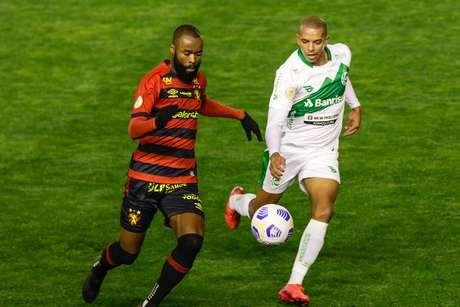 Lance durante partida entre Juventude e Sport, válido pelo Campeonato Brasileiro Série A, realizado no Estádio Alfredo Jaconi, em Caxias do Sul, (RS), neste domingo, 20