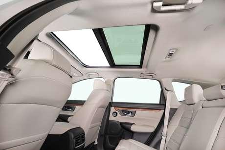 Honda CR-V Touring 2021: teto solar panorâmico aumenta bem-estar a bordo.