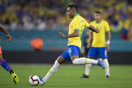 O lateral fez o primeiro gol na vitória por 4 a 0 diante do Peru (Foto: Lucas Figueiredo/CBF)