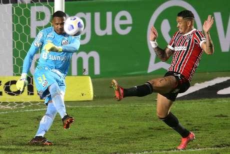 Luciano sofreu lesão na coxa no jogo contra o Santos