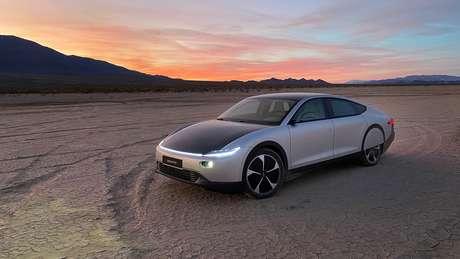 Lightyear One linhas aerodinâmicas e traz painéis solares pela carroceria.