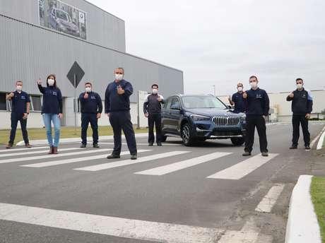 Unidade 70 mil produzida na fábrica da BMW em Araquari (SC) foi um BMW X1 azul.