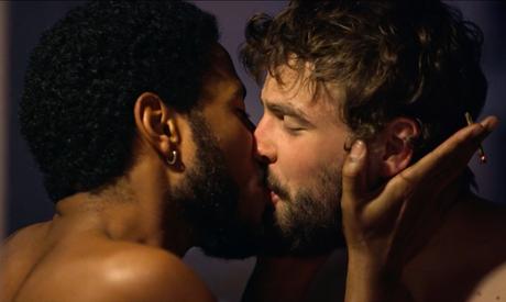 Filme aborda as dores das amizades e da paixão.