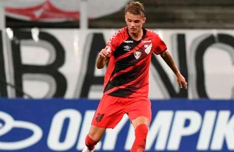 A princípio, jogador de 19 anos segue com Seleção até sexta (Foto: Athletico)
