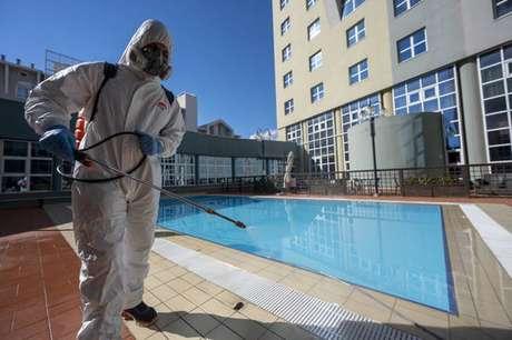 Sanitização de área em hotel de Florença, centro-norte da Itália