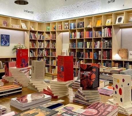A Gato Sem Rabo é a mais recente livraria independente e de rua de São Paulo, com obras só de autoras mulheres. /