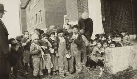 Foto de 1931 mostra crianças no Internato Indígena de Kamloops