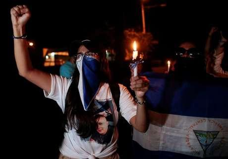Manifestante participa de vigília por presos políticos e vítimas de protestos contra presidente da Nicarágua, Daniel Ortega, em Manágua 03/10/2019 REUTERS/Oswaldo Rivas