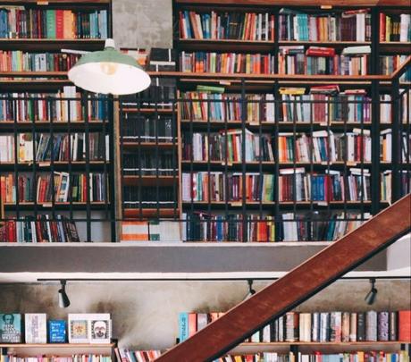 Livraria independente em Goiânia especializada em humanidades /