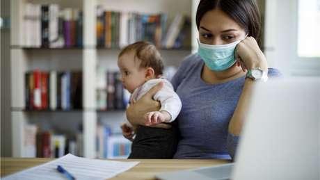 'O risco de entrar em burnout é na prática maior para as mães porque elas estão muito mais envolvidas no cuidado dos filhos', explica Roskam, destacando que é o envolvimento na educação, e não o gênero, que mais explica a propensão ao burnout