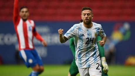 Papu Gómez ganhou chance como titular e marcou o gol da vitória da Argentina (EVARISTO SA / AFP)