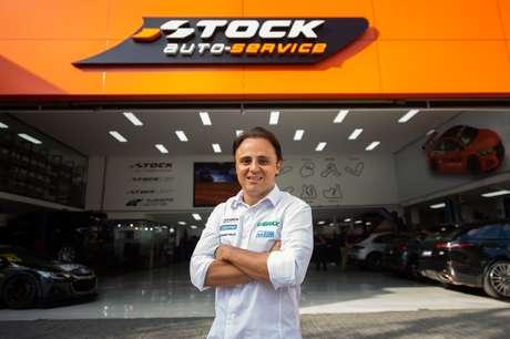Felipe Massa: piloto é o embaixador da rede e faz ações nas lojas auto-service.