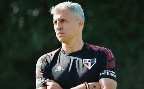 Crespo está tendo que 'quebrar a cabeça' para escalar o time do São Paulo (Foto: Fellipe Lucena / saopaulofc)