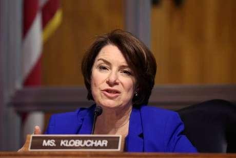 Senadora Amy Klobuchar durante sessão do Congresso norte-americano  27/04/2021 Tasos Katopodis/Pool via REUTERS