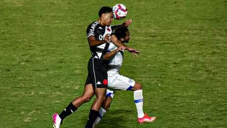 Apenas 38,6% das finalizações do Cruz-Maltino encontraram a direção do gol adversáriona competição (Foto: Thiago Mendes/W9 Press/LancePress!)