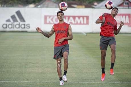 Richard Rios durante atividade do Flamengo no Ninho do Urubu (Foto: Alexandre Vidal/Flamengo)