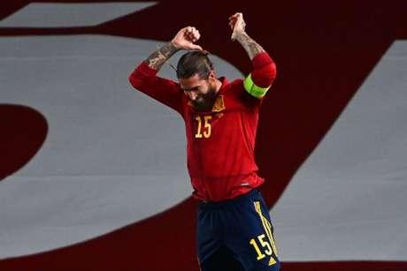 Sergio Ramos busca novo clube para a próxima temporada (GABRIEL BOUYS / AFP)
