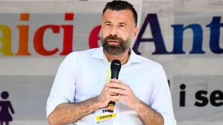 Alessandro Zan, patrocinador da lei proposta, insistiu que ela não levaria à censura religiosa