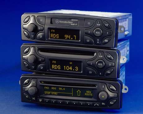 Primeiros rádios com CD player integrado surgiram nos anos 80.