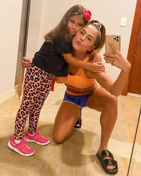 Deborah Secco e sua filha Maria Flor, de 5 anos, que estreia como atriz.