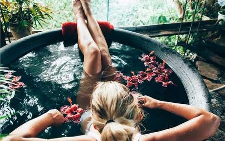 Banho quente relaxa e te ajuda a dormir melhor