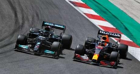 Hamilton e Verstappen no GP de Portimão.