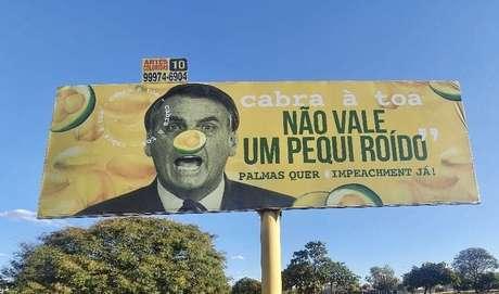 'Pequi roído': sociólogo fez outdoor contra Bolsonaro em Palmas