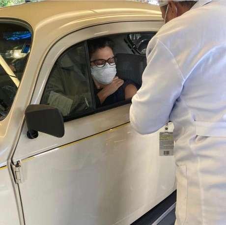 Jornalista recebeu a primeira dose do imunizante nesta quinta-feira (24).