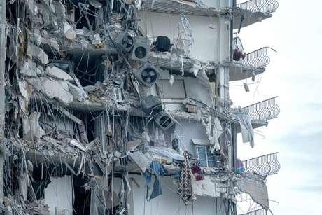 Desabamento destruiu boa parte de edifício residencial em Surfside