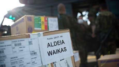 Militares em base aérea em Boa Vista (RR) preparam envio de doses para aldeias yanomamis