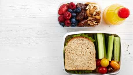 A reeducação alimentar favorece a adoção de hábitos saudáveis