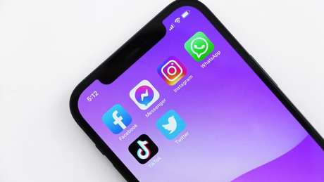Brasileiros estão usando menos as redes sociais para ver notícias